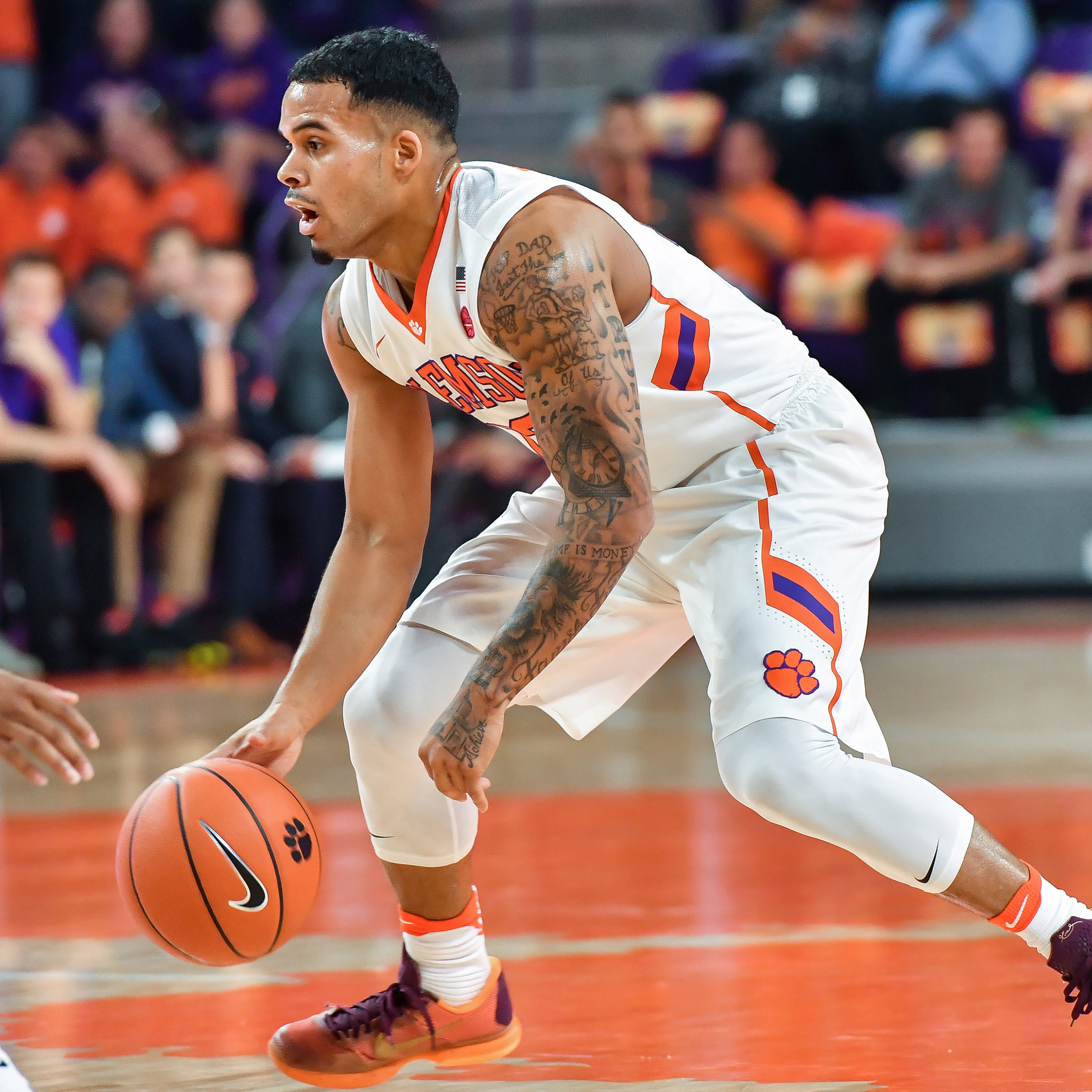 Clemson Takes on Syracuse