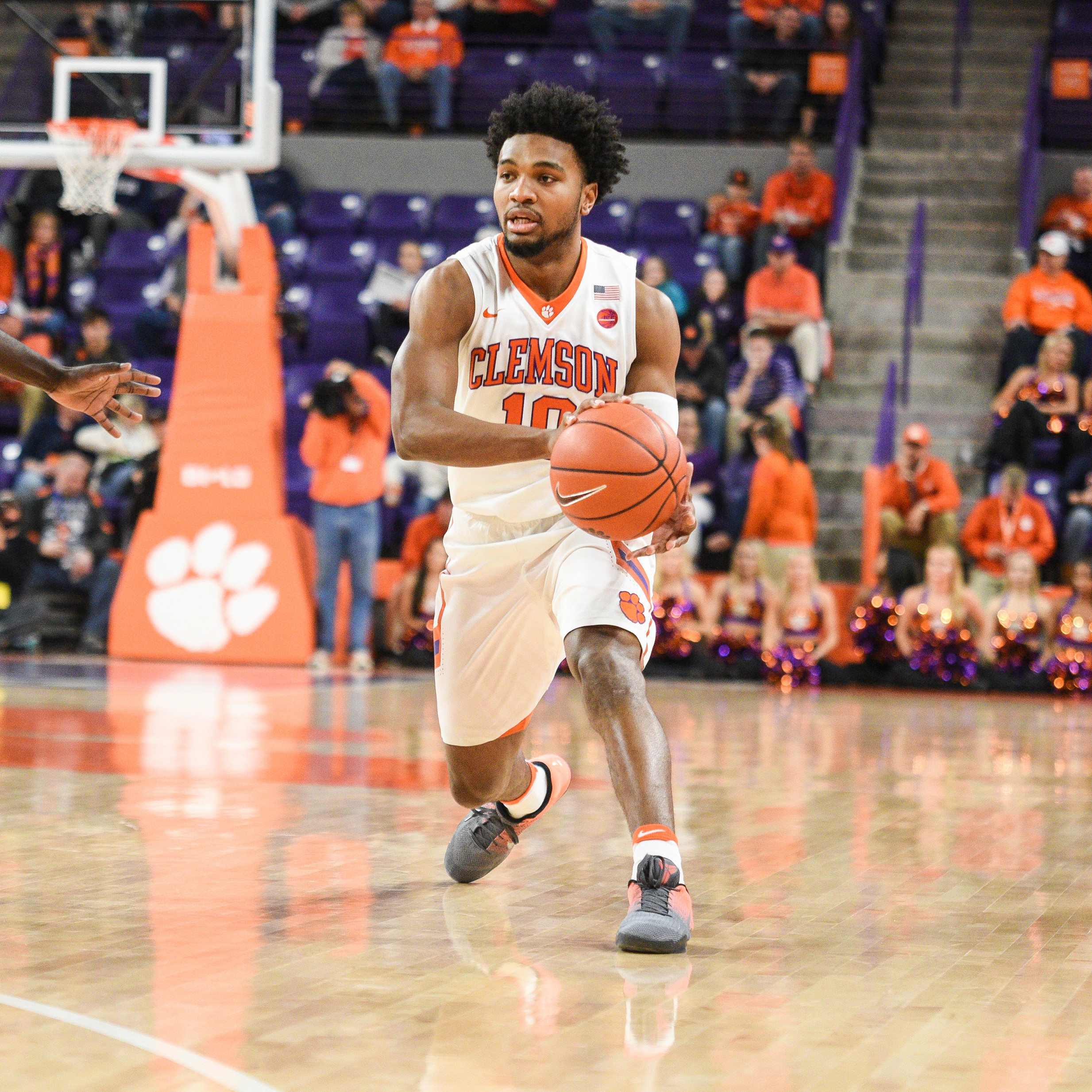 Tigers Face No. 11 Louisville