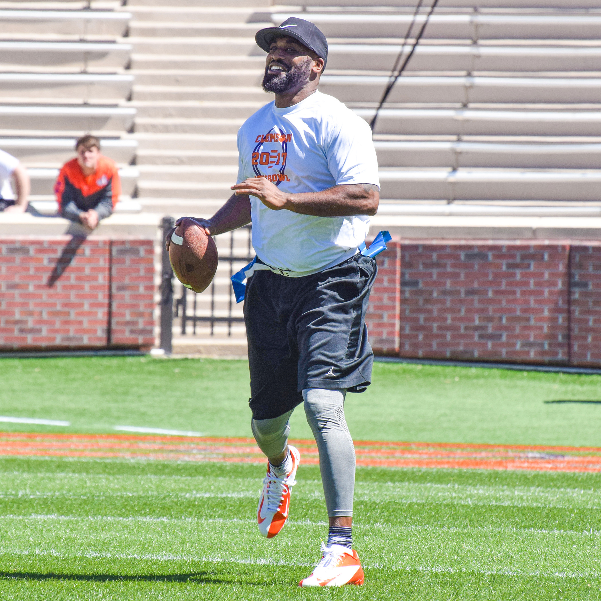 Sapp Leads White Team to Sons Bowl Victory