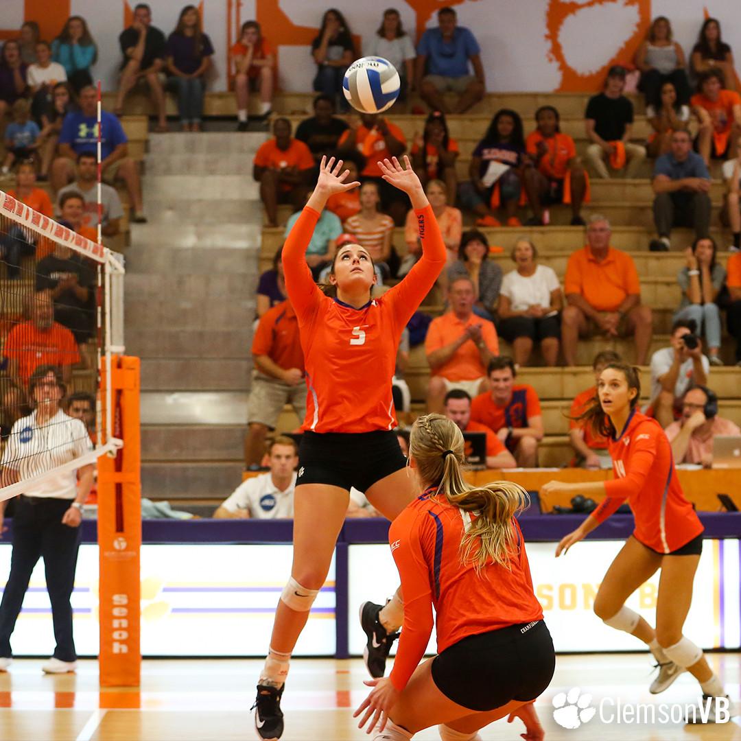Volleyball Falls 3-1 Against North Carolina