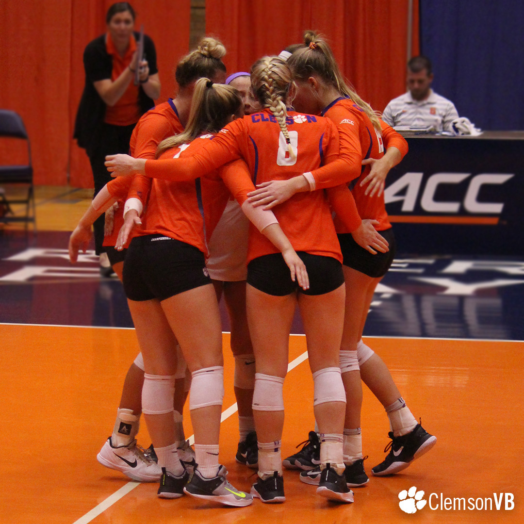 Volleyball Falls at Syracuse