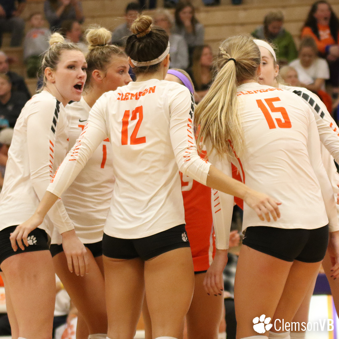 Volleyball Falls Against Duke Sunday