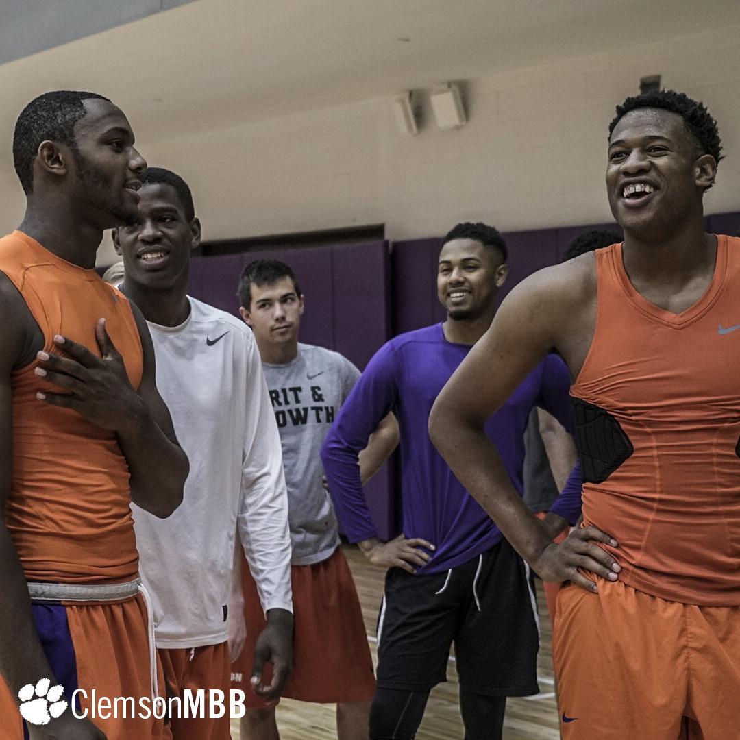 Men's Basketball Opens Practice
