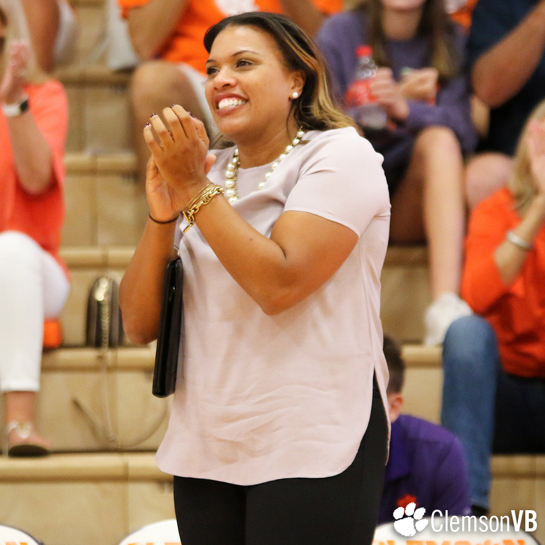 Volleyball Hosts Alumni Weekend Oct. 27-29