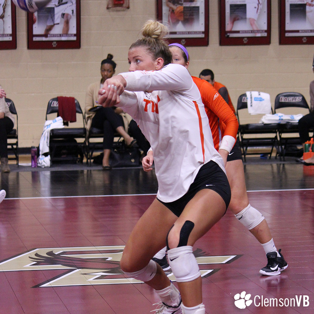 Volleyball Drops Match at Boston College