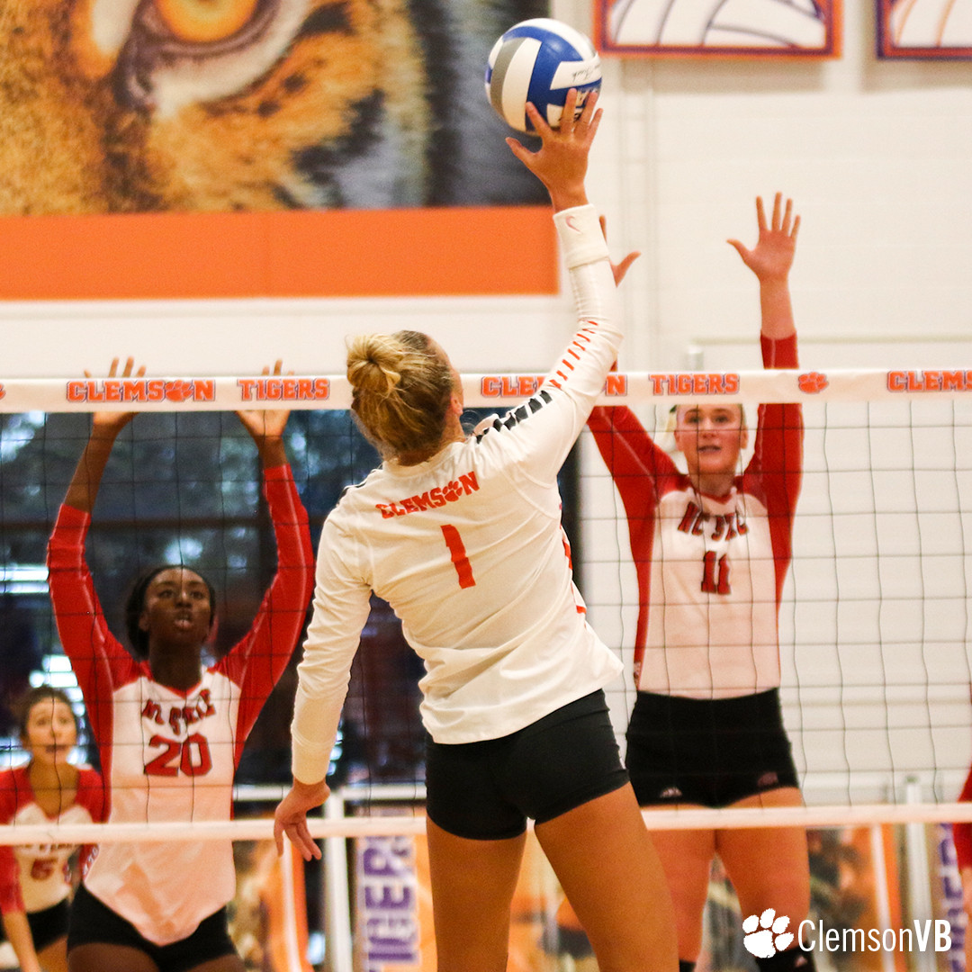 Volleyball Drops Match Against NC State