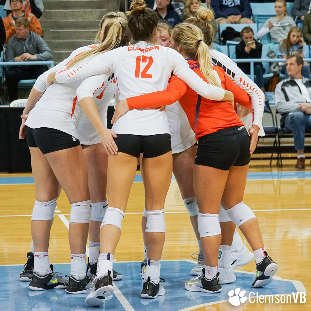 Volleyball Falls at North Carolina Saturday