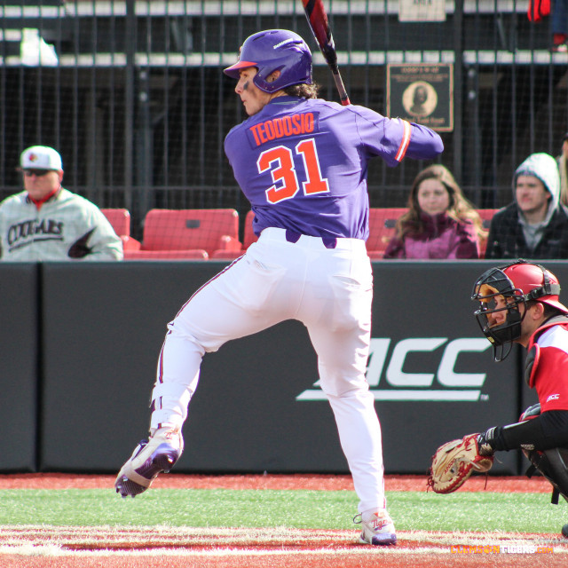No. 11 Louisville Salvages Series With 5-1 Win in Game 2 of DH
