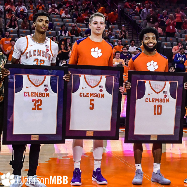 No. 15 Tigers Buzz Past Yellow Jackets on Senior Day