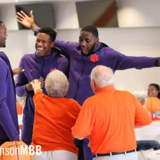 Men's Basketball Hosts Annual Family Day in Littlejohn