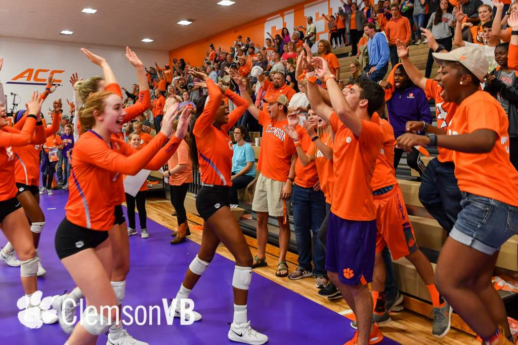 Volleyball Wins Fourth Straight at Home Friday