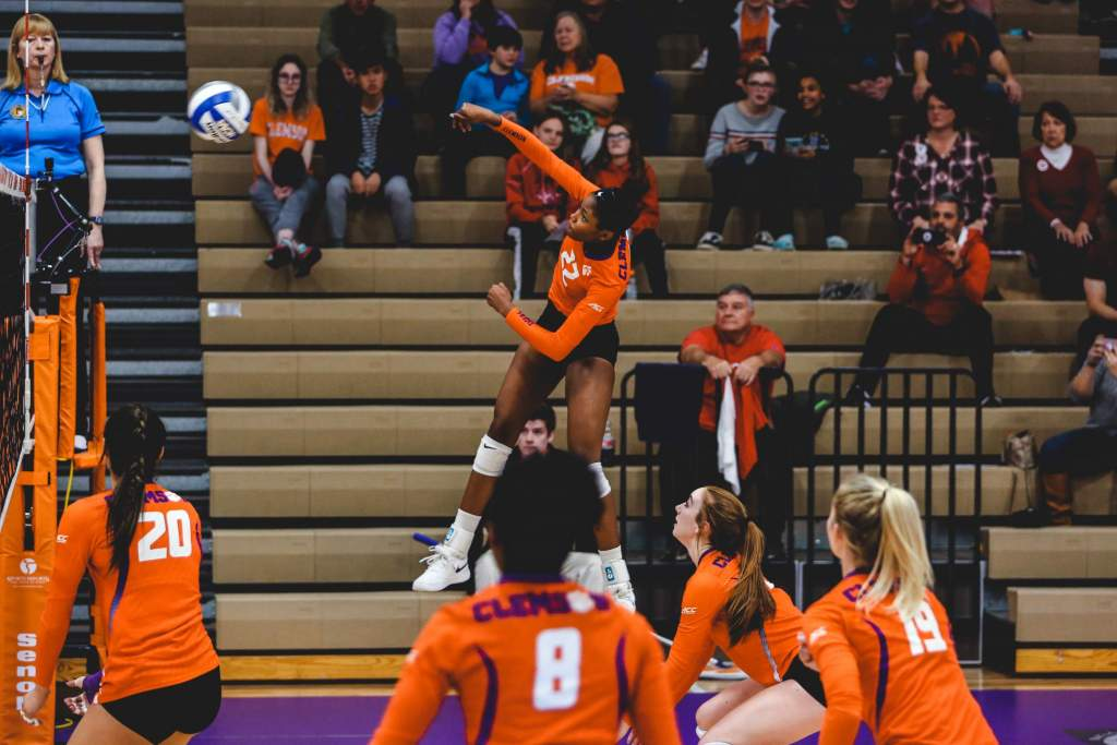 Volleyball Advances To NIVC Quarterfinals With Win Over Radford Friday