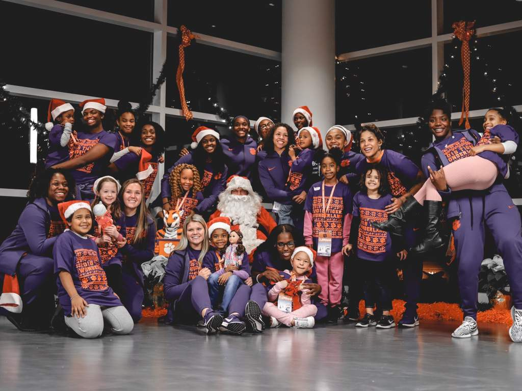 Clemson WBB Hosts Local Kids for Tiger Wonderland