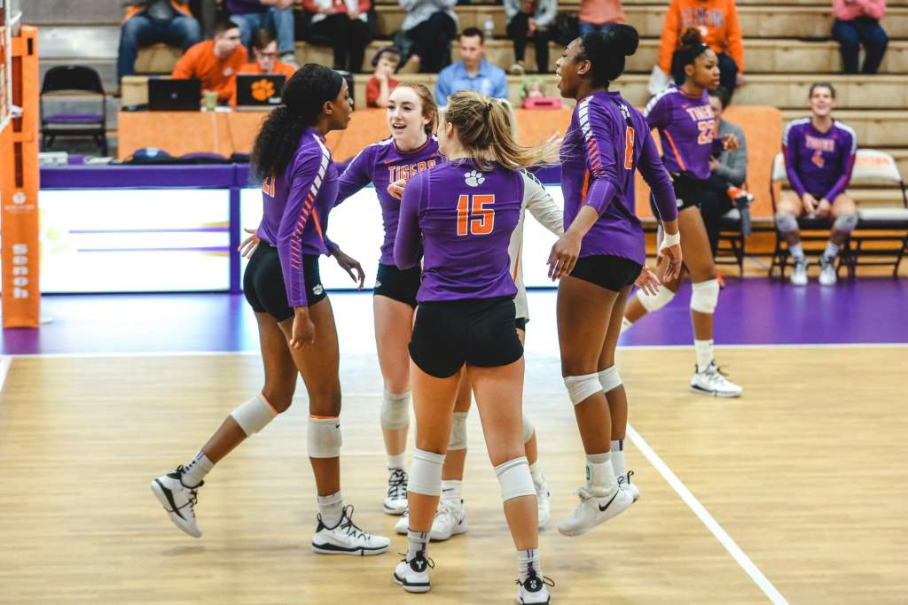 Tigers Leash Bulldogs In Exhibition Saturday
