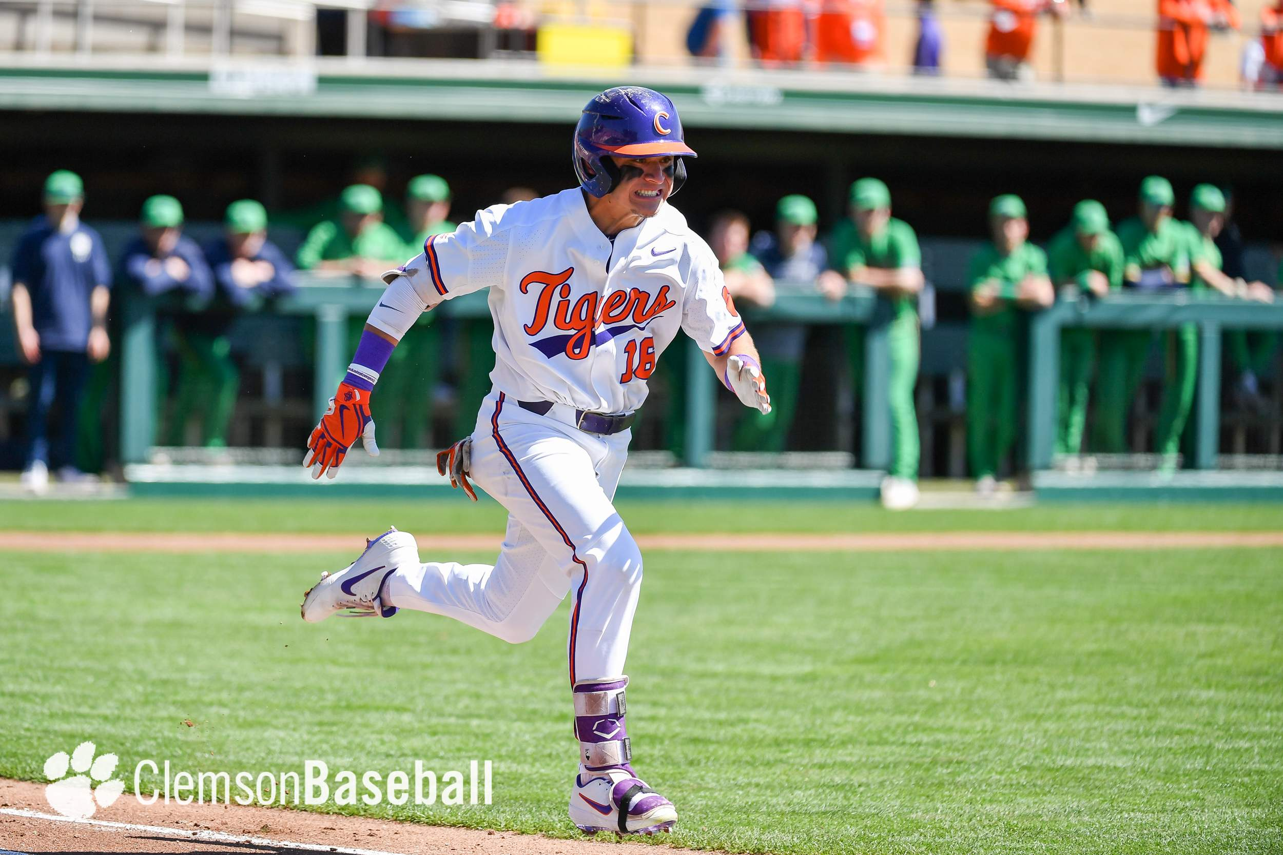 more photos cd6c6 e4642 Notre Dame Outlasts Clemson 4-2 in 10 Innings – Clemson ...