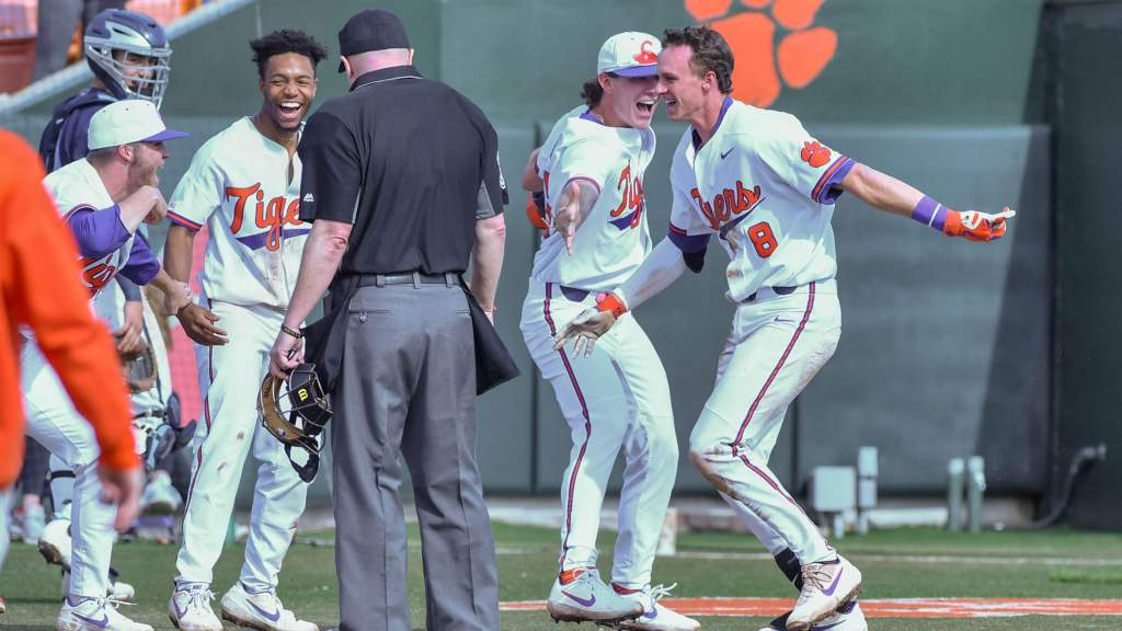 Clemson Hosts Fighting Irish This Weekend