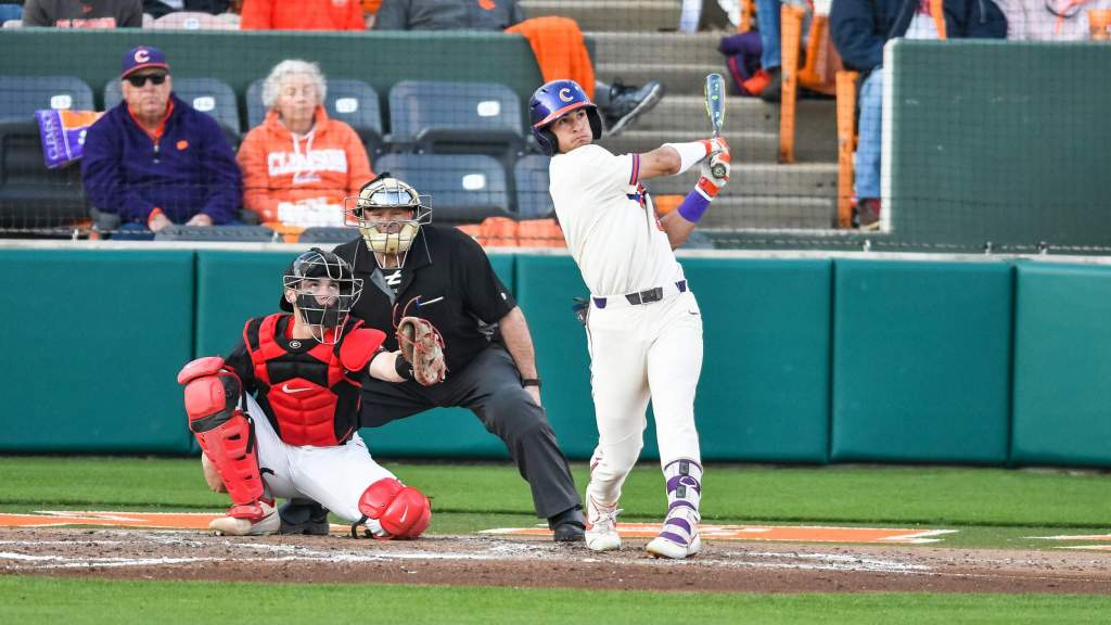 Clemson Faces No. 4 Georgia in Athens