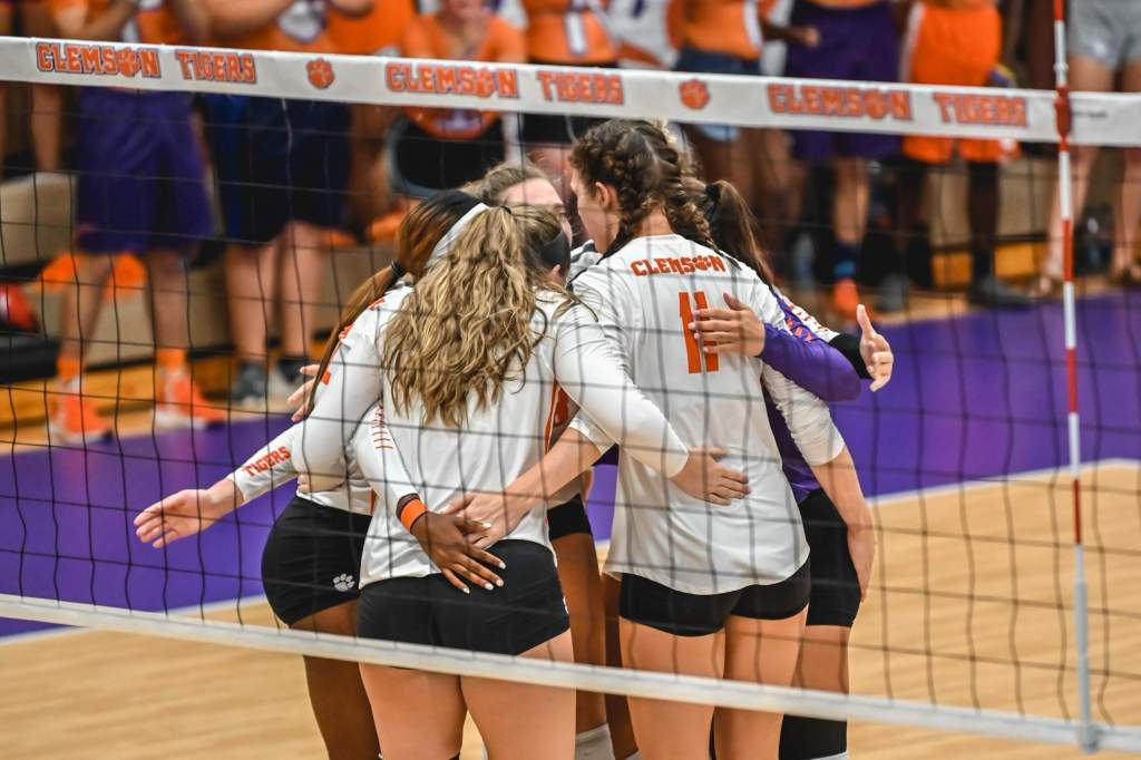 South Carolina Edges Clemson In Five Sets