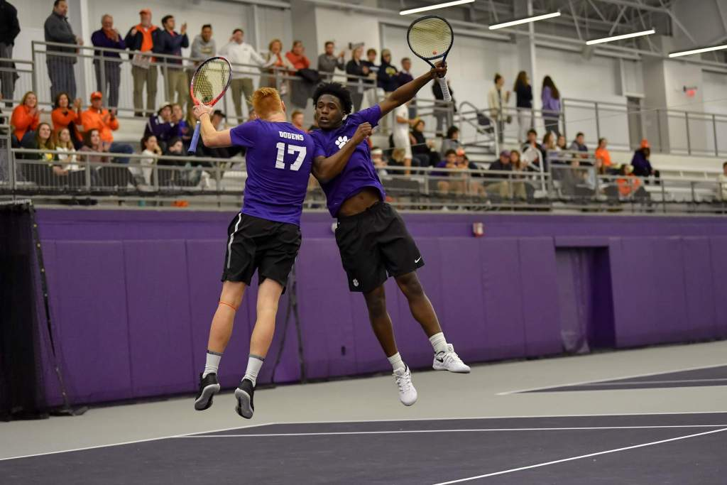 Tigers Off to Strong Start at Mercer Invitational
