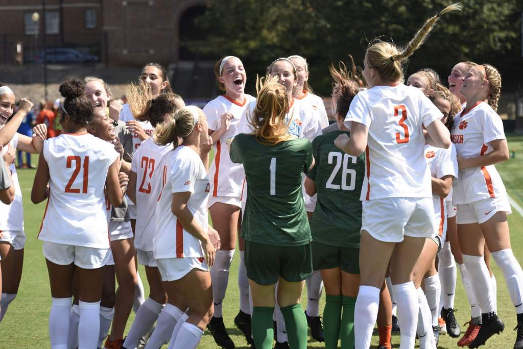 Women's Soccer Earns 2018-19 United Soccer Coaches Academic Recognition