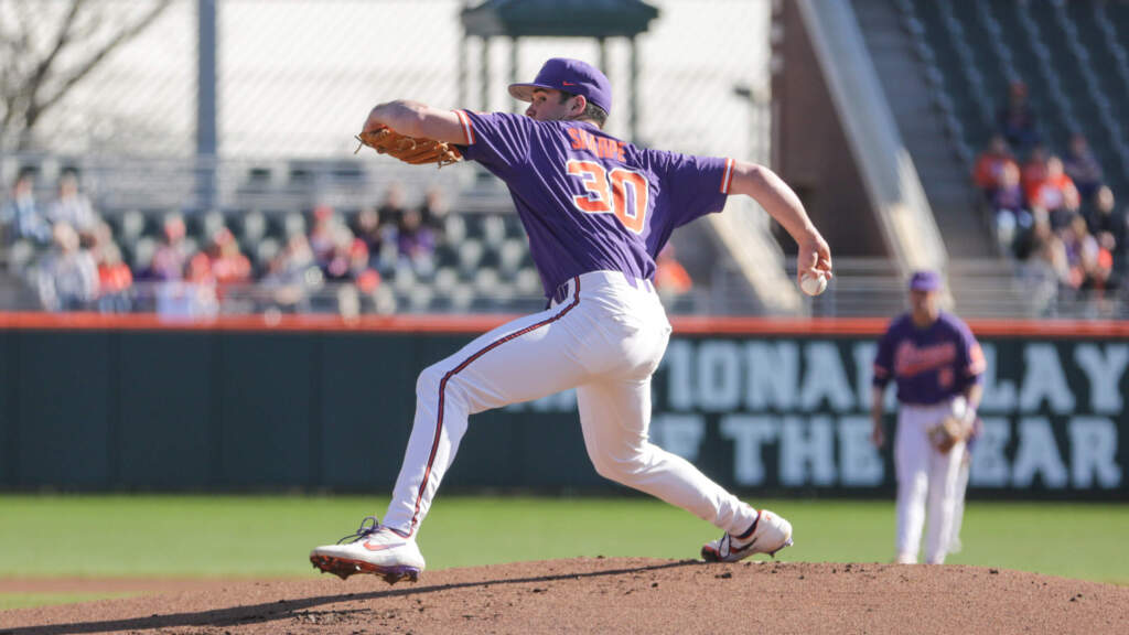 Henderson's Walkoff Single Lifts Clemson Over Stony Brook 1-0 in 10 Innings