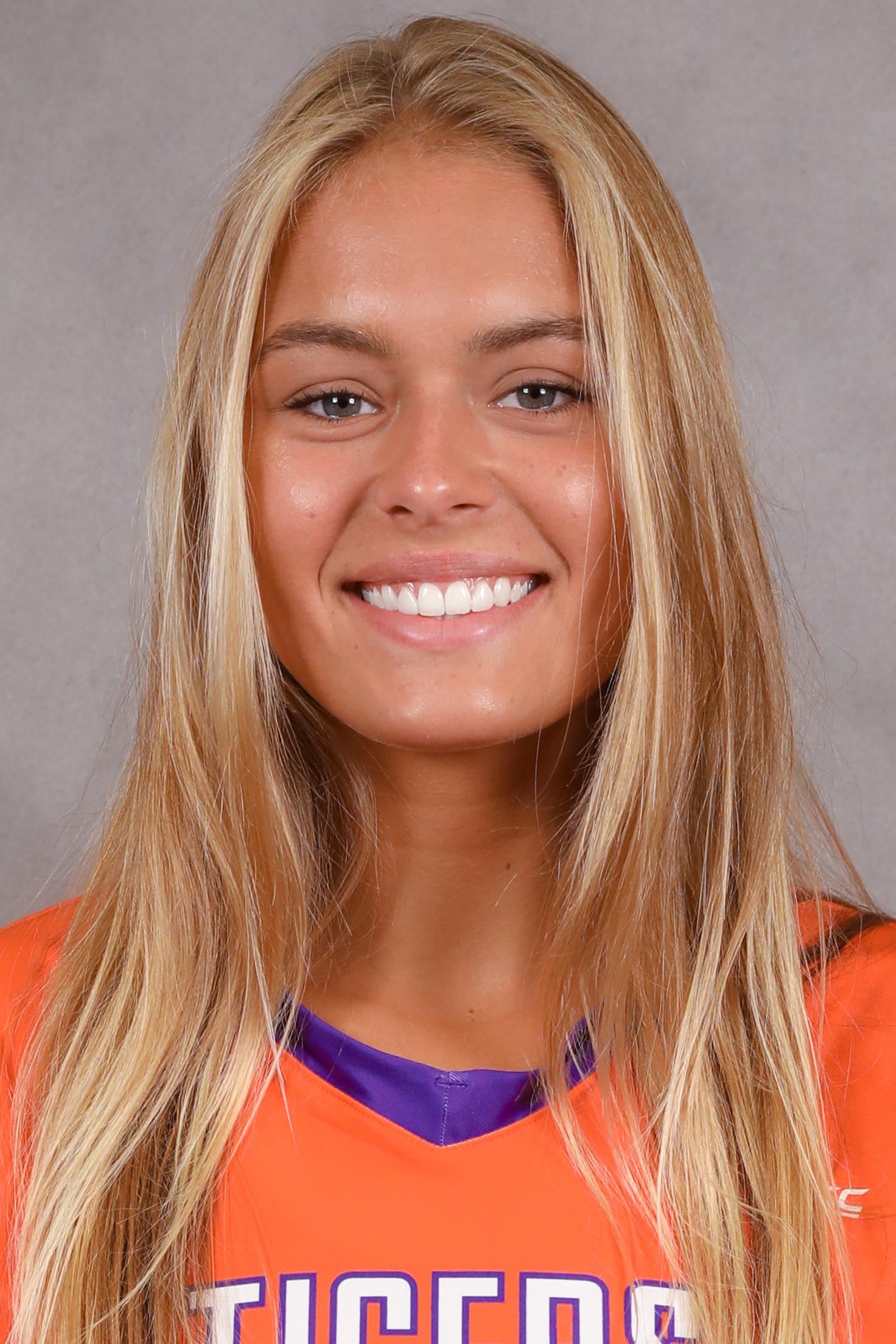 Ashtynne Alberts - Volleyball - Clemson University Athletics