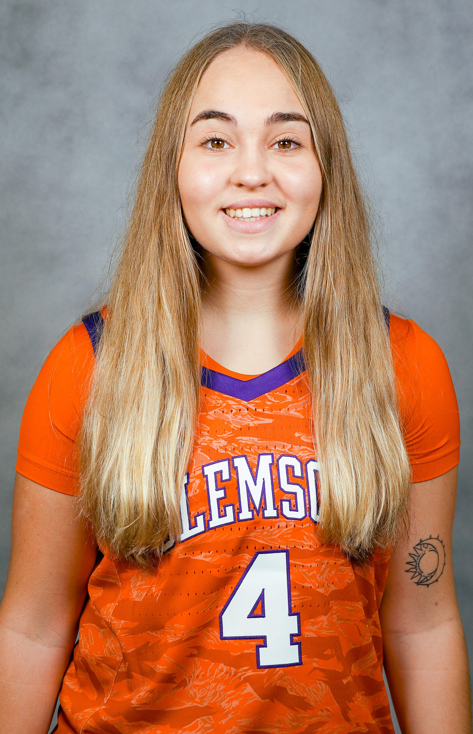 Weronika Hipp - Women's Basketball - Clemson University Athletics