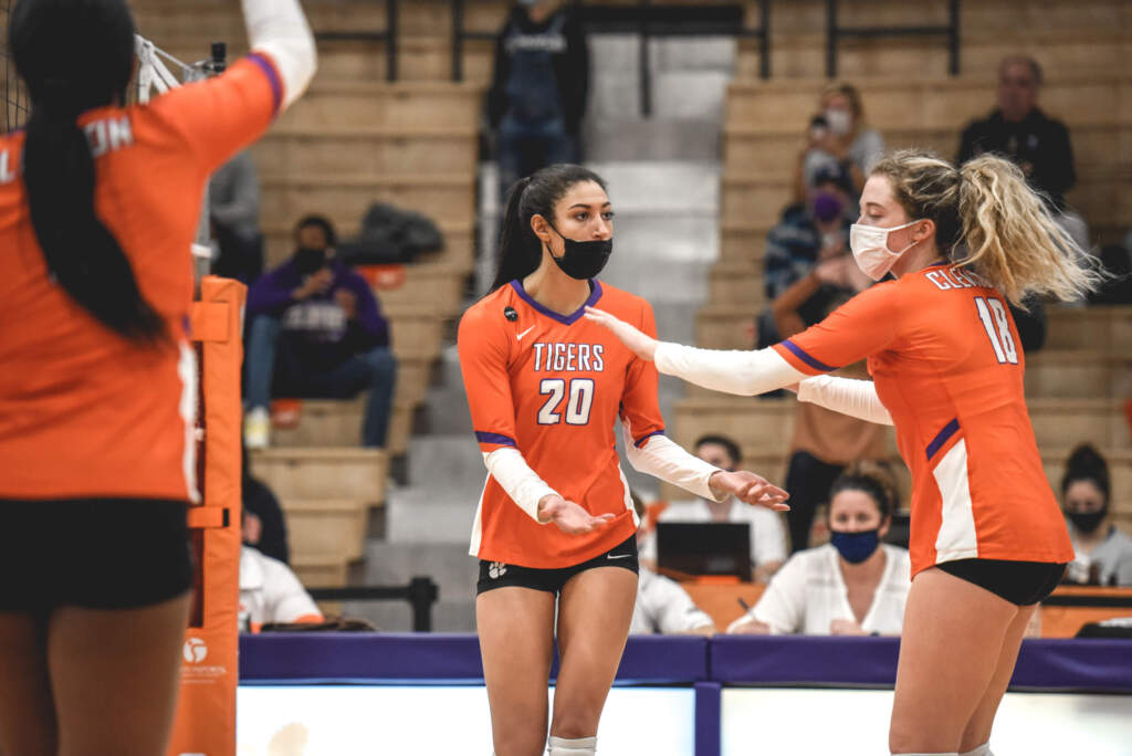 Middles Clark, Pritchard Guide Tigers in Sweep Over WCU