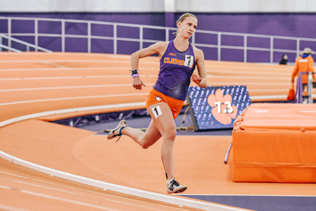 Barton Leads Clemson's Effort at Hokie Invitational on Friday