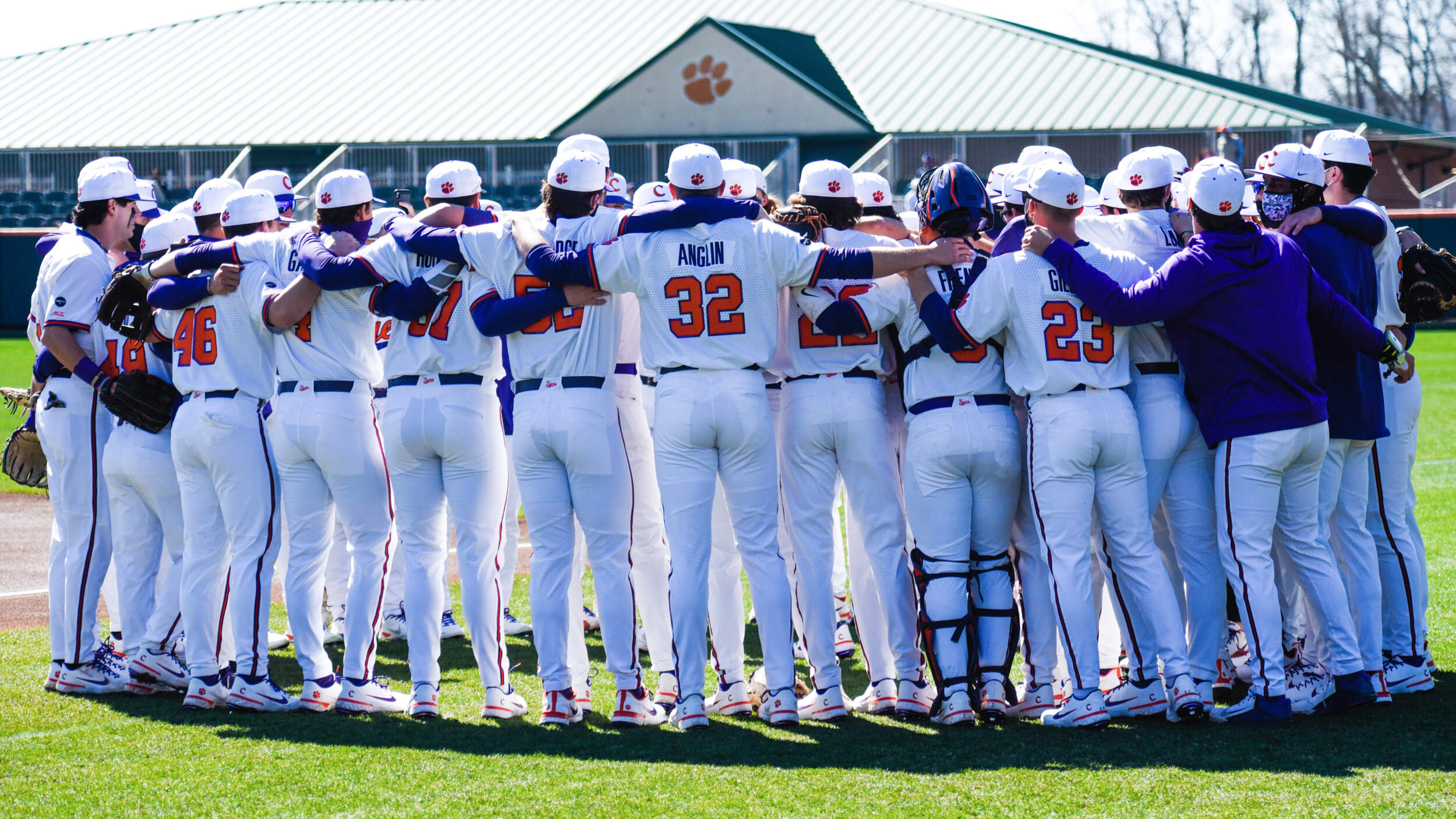 No. 25 Tigers Complete Sweep With 8-7 Walkoff Win in 10 Innings Over Bearcats