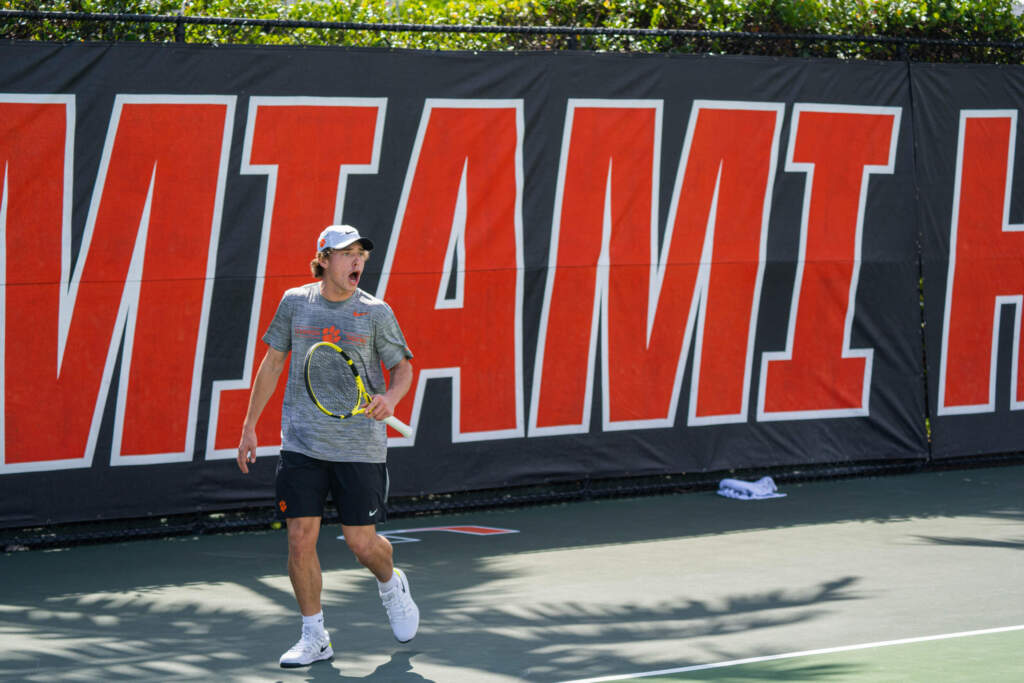 Men's Tennis Edged 4-3 at Miami