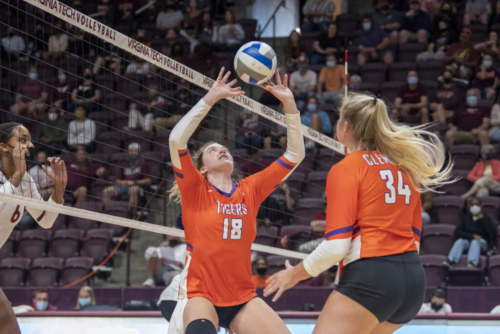 Clemson Volleyball Outlasts Wake Forest for 2-0 League Start
