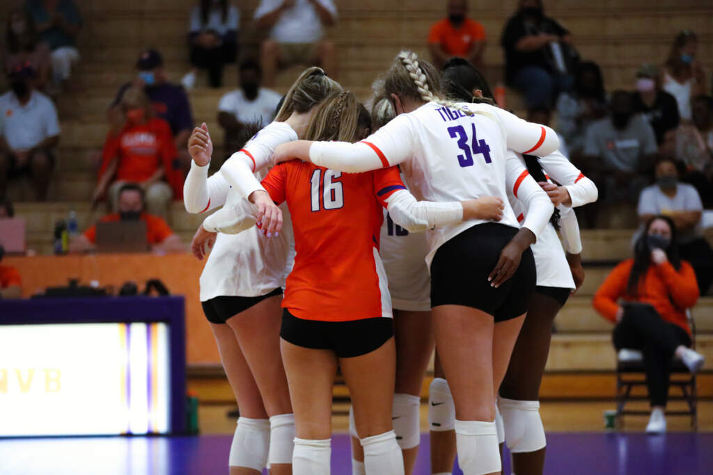 Volleyball Sweeps Rutgers to Improve to 6-0 At Home