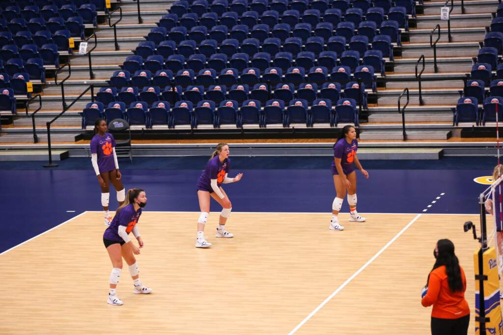 Volleyball Falls to #2 Pittsburgh in Three Sets