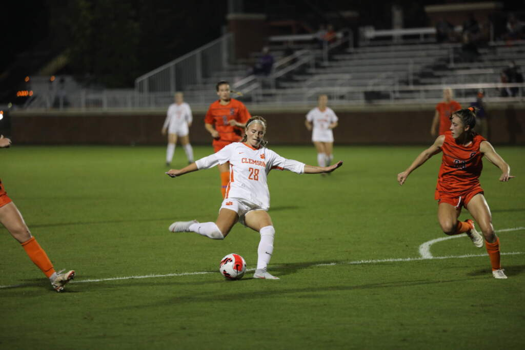 Hershfelt and Hanks Record Braces as Tigers Roll to 8-0 Win Over Syracuse
