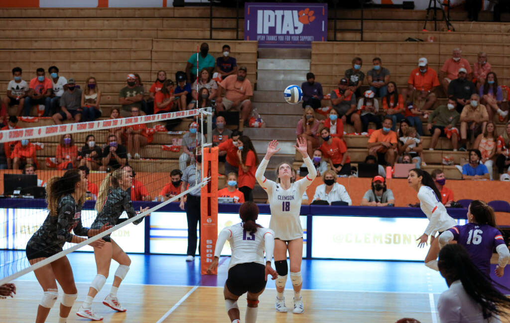 Clemson Falls in Three to Notre Dame